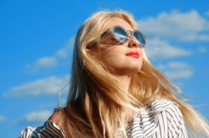 anti-wrinkle injections - girl in sunglasses